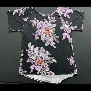 Daytrip cold shoulder floral blouse size M